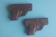 9. Пистолет-мини 2 шт (6,5 на 4,5 см)